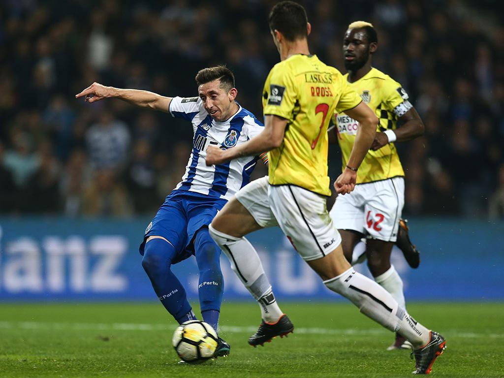 FC Porto venceu o Boavista por 2-0 com golos de Felipe e Herrera, mantendo desta forma a liderança da Liga