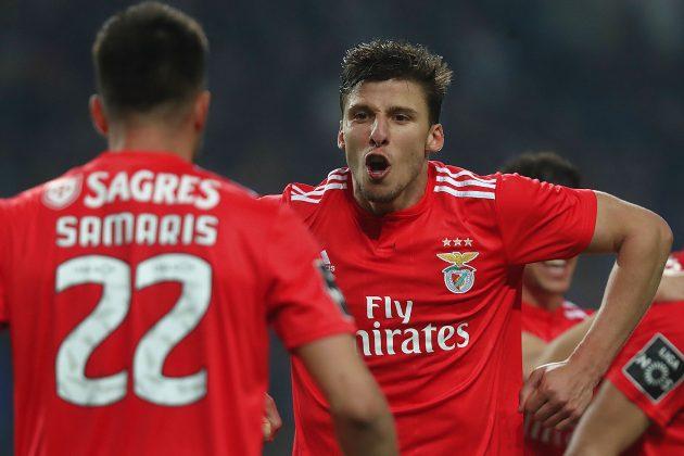 A festa dos jogadores do Benfica depois do apito final no Dragão