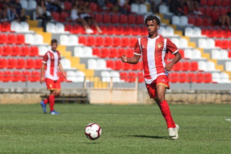 CD Aves reassume liderança da Liga Revelação (2-0)