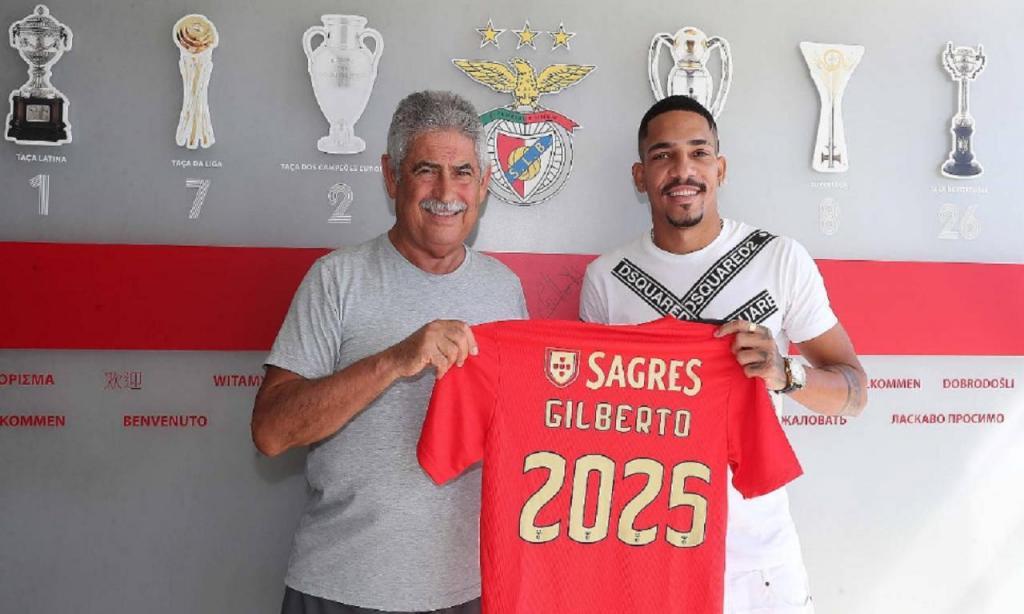 Benfica oficializou a contratação do lateral-direito brasileiro Gilberto