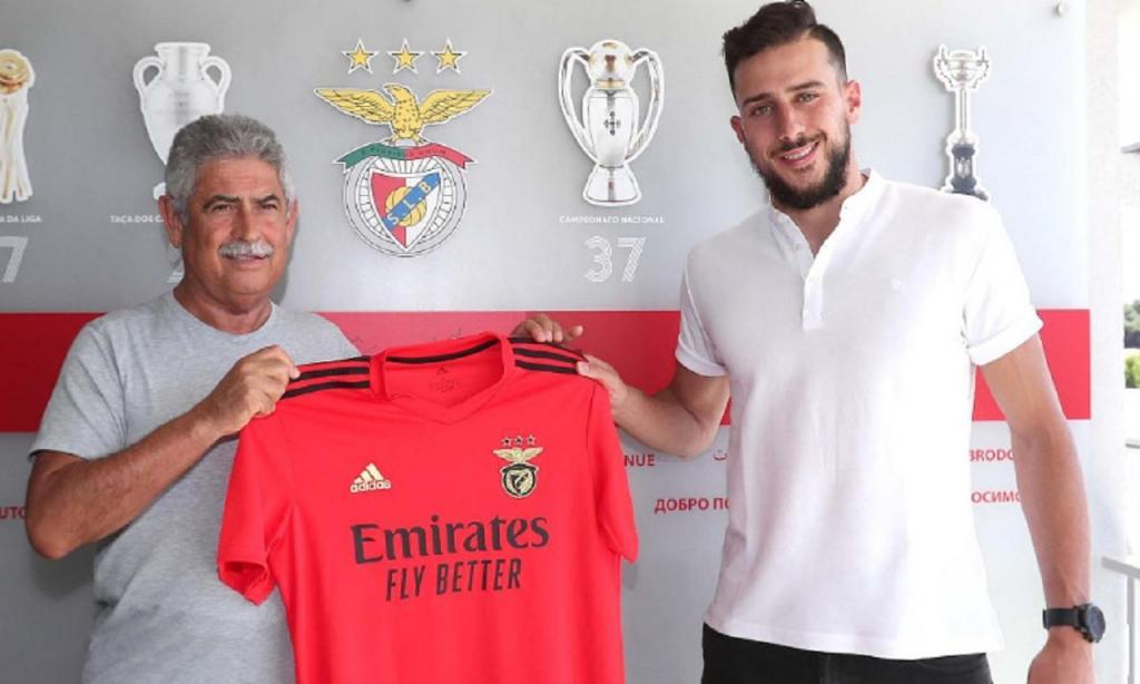 O guarda-redes brasileiro Helton Leite é reforço do Benfica