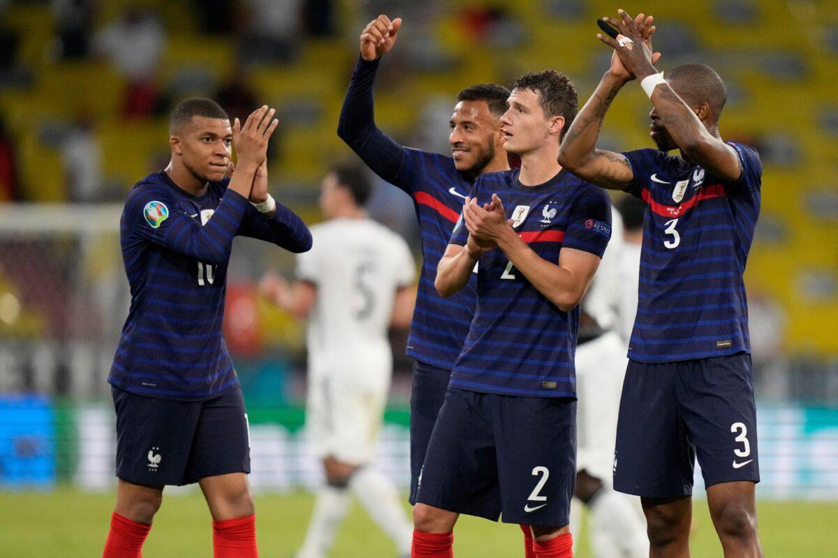 França vence a Alemanha por 1-0, com auto-golo de Hummels